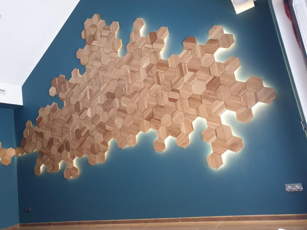 Инсталляция из деревянных брусков